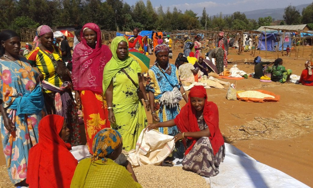 Soyama women with beans at market